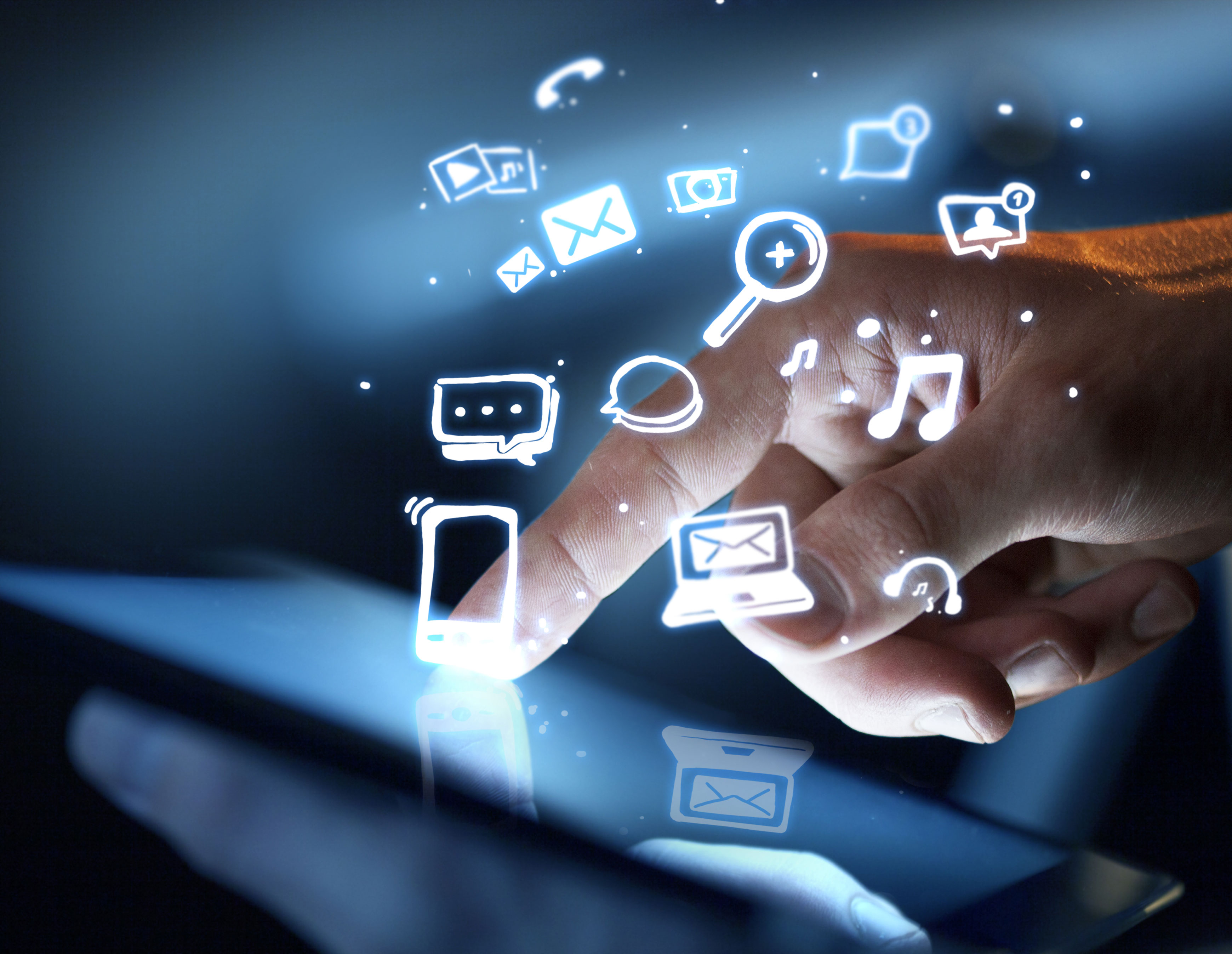 5 Tips on How to Use Social Media to Boost Your Communication